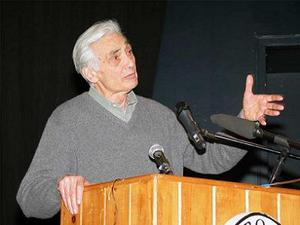 1264668497howard_zinn_speaks_column.JPG.jpg
