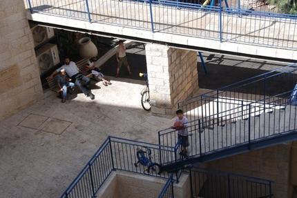 settler_s_family_in_the_old_city_of_Hebron.jpg